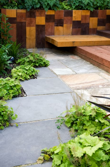 Black slate paving pathway: modern Garden by Earth Designs