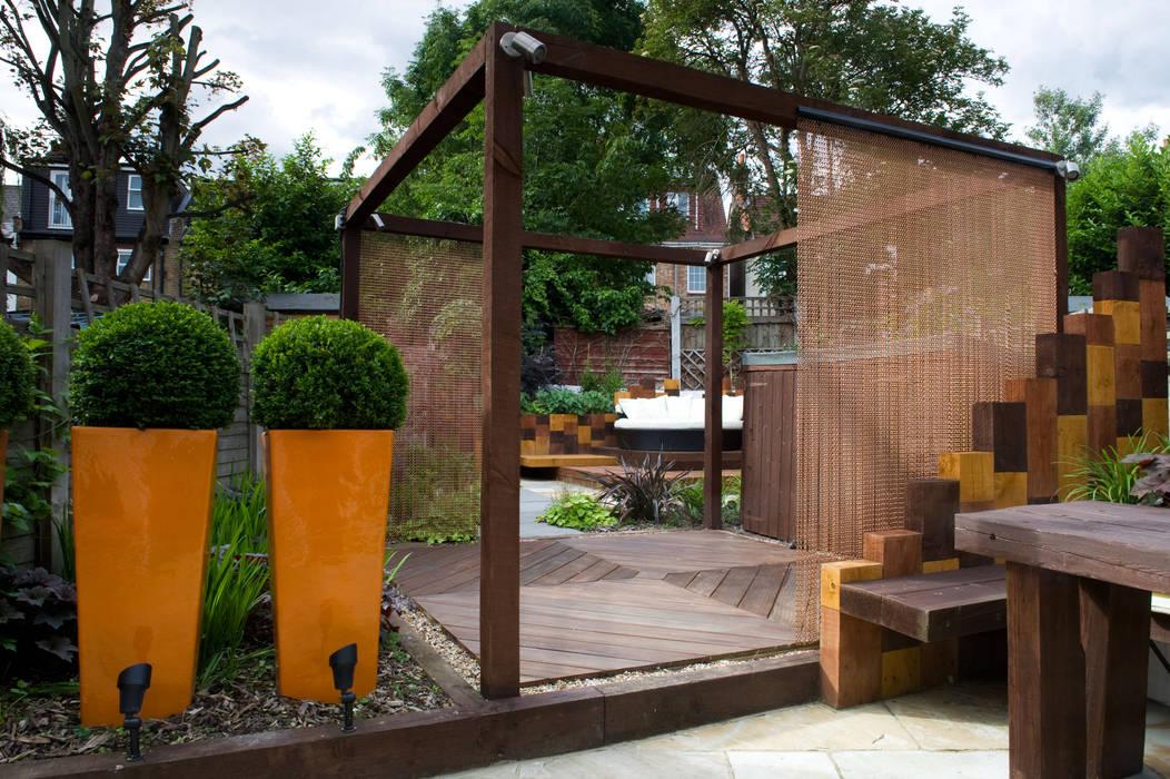 Pergola and fibreglass planters:  Garden by Earth Designs