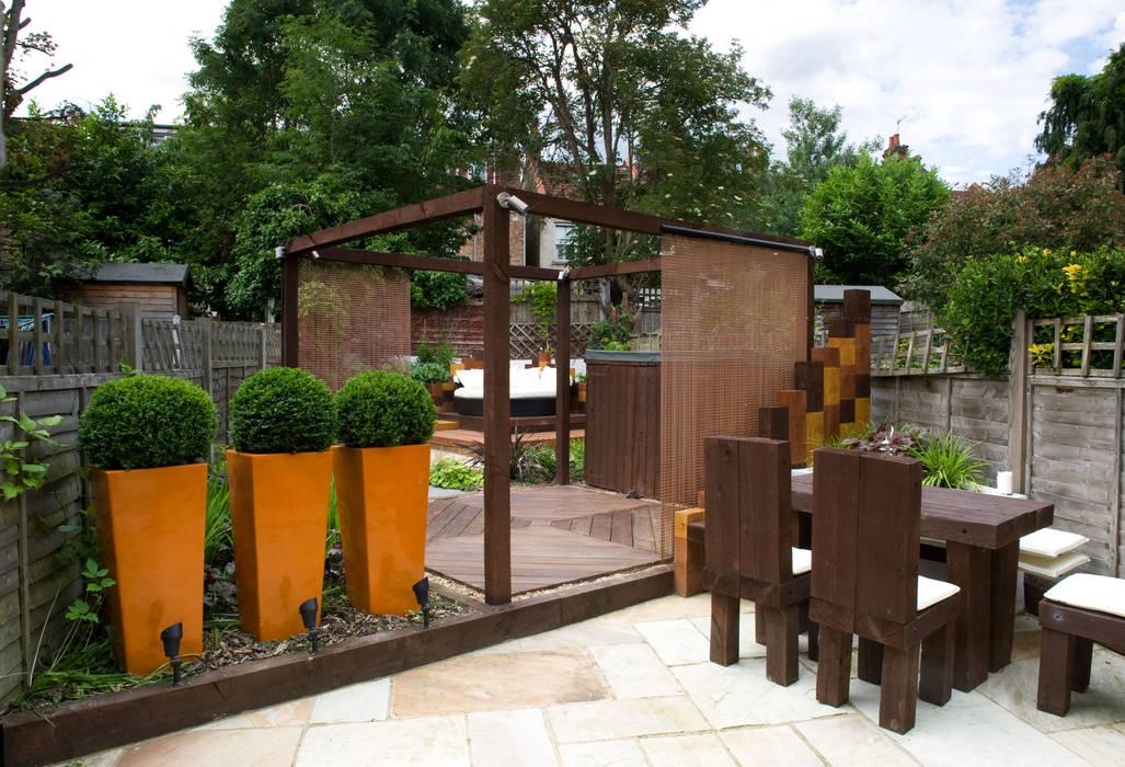 London urban garden:  Garden by Earth Designs