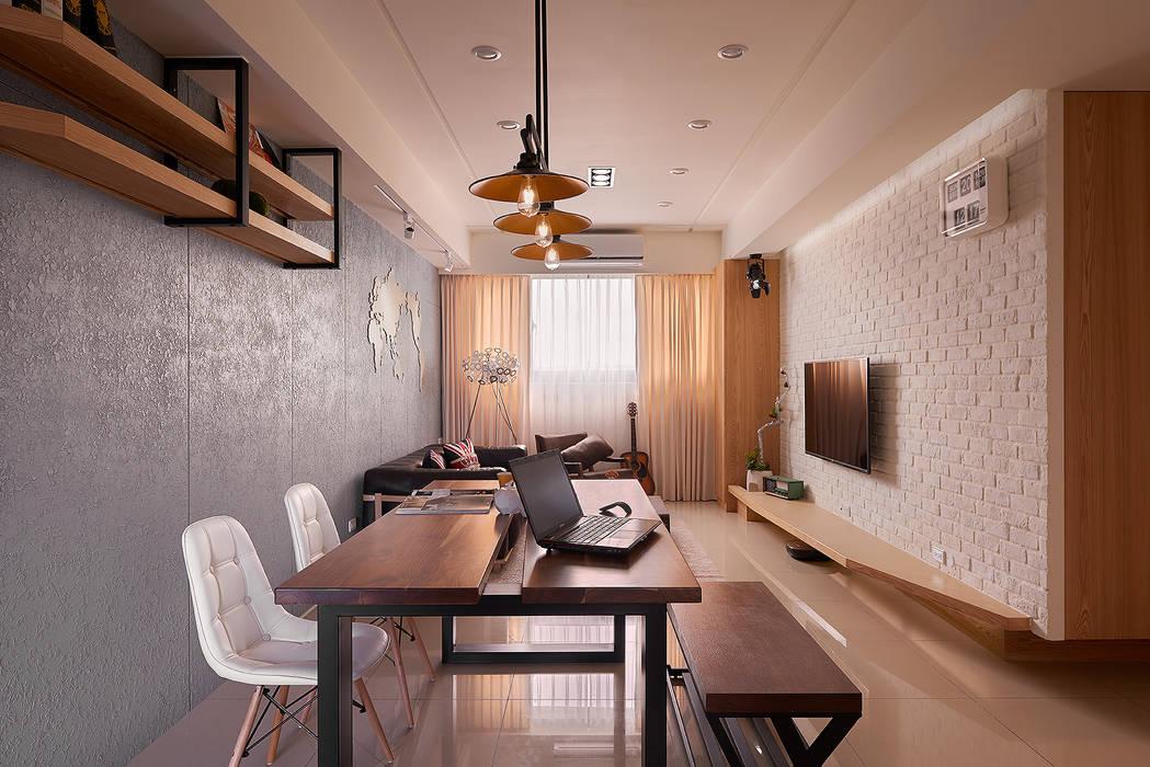 公共領域全景:  客廳 by 趙玲室內設計