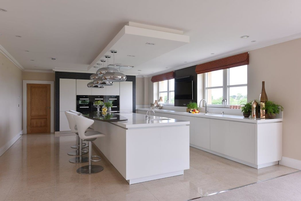 Mr and Mrs Stevenson:  Built-in kitchens by Diane Berry Kitchens