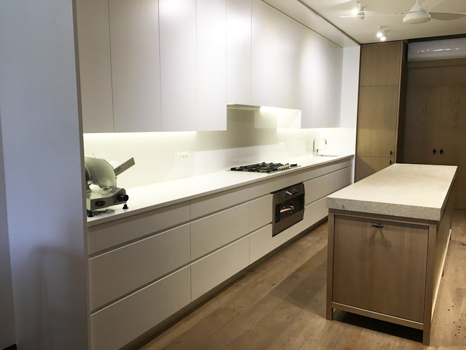 Cucina: Cucina attrezzata in stile  di Zanzotti Design
