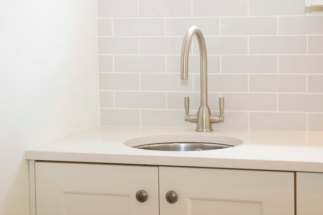 A bar sink, essential beside Range Cookers:  Built-in kitchens by ADORNAS KITCHENS