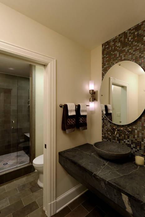 Banheiros clássicos por BOWA - Design Build Experts Clássico
