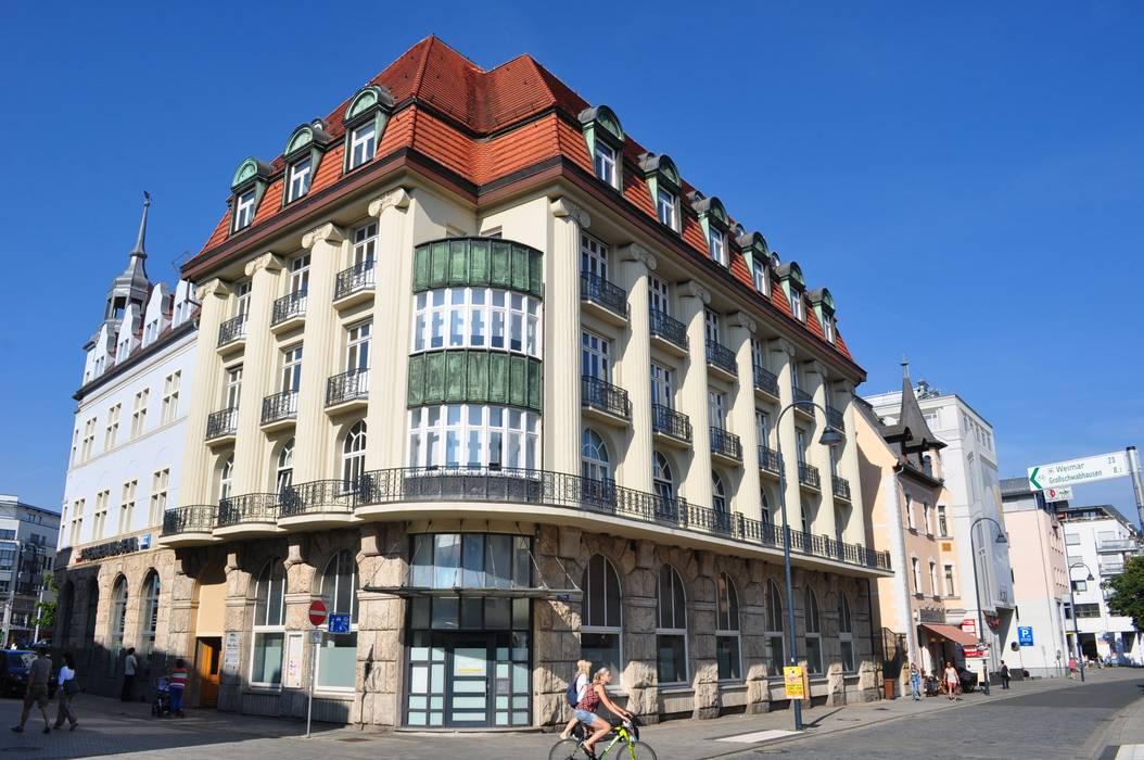 sanierte Fassade Klassische Häuser von architekturbuero dunker Klassisch