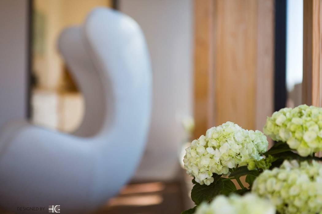 Münchner home staging Agentur GESCHKA Living roomAccessories & decoration White