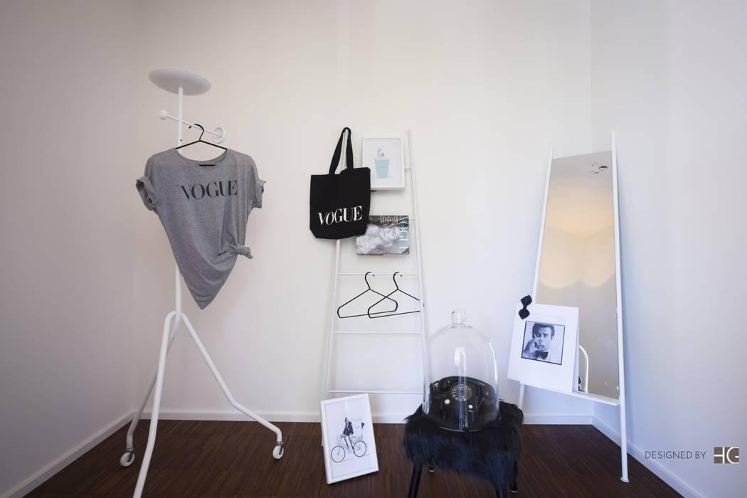 Münchner home staging Agentur GESCHKA Minimalist dressing room White