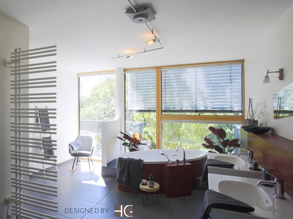 Münchner home staging Agentur GESCHKA Modern Bathroom Grey