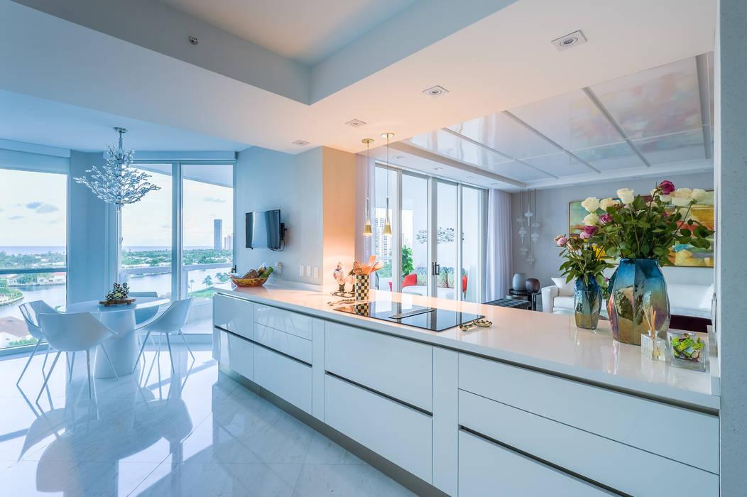Kitchen by NIVEL TRES ARQUITECTURA, Modern Quartz