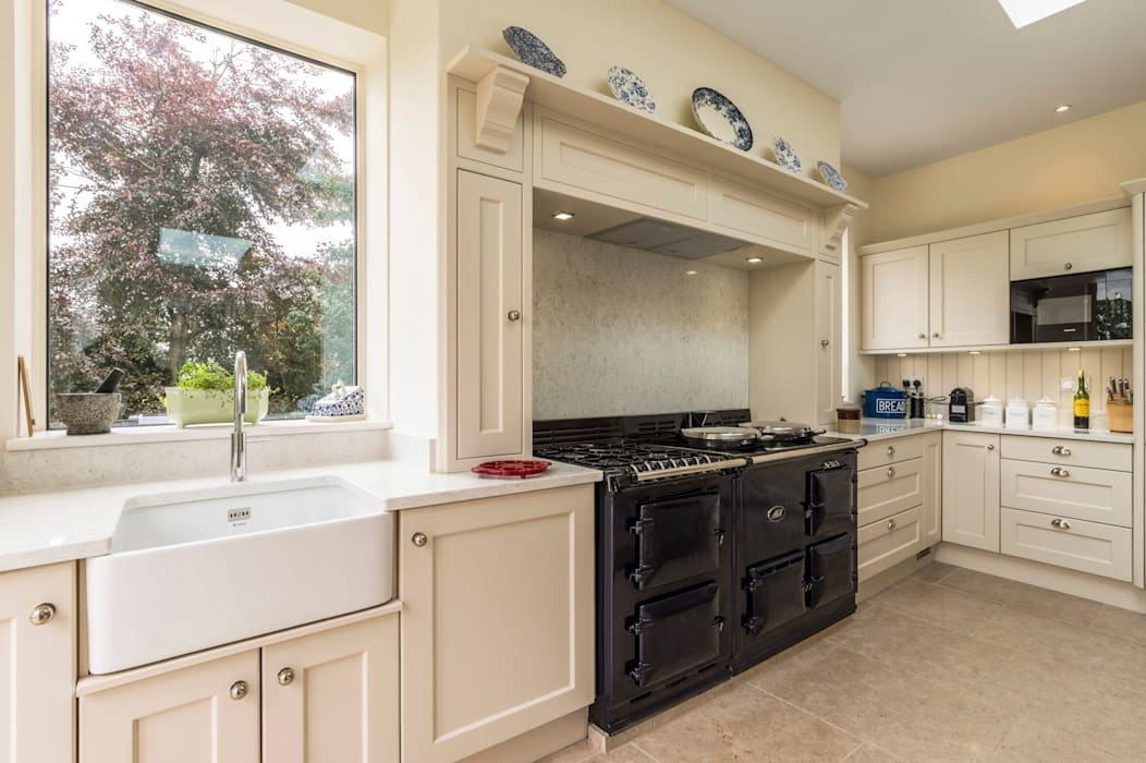 Aga cooker and surround:  Built-in kitchens by John Gauld Photography