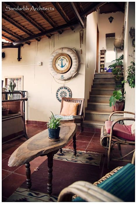 Sandarbh Design Studio Ausgefallener Balkon, Veranda & Terrasse