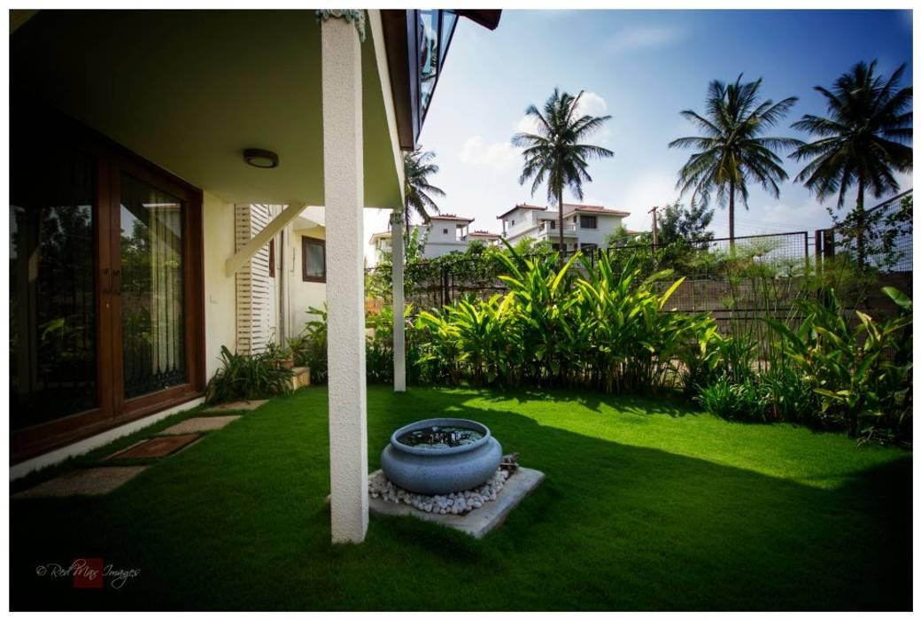 Kannan - Sonali and Gaurav's residence:  Garden by Sandarbh Design Studio,Eclectic
