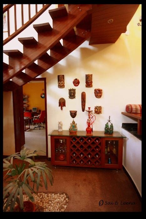 Sharada:  Corridor & hallway by Sandarbh Design Studio