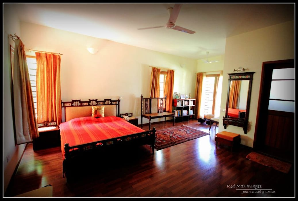 Temple Bells - Arati and Sundaresh's Residence Eclectic style bedroom by Sandarbh Design Studio Eclectic