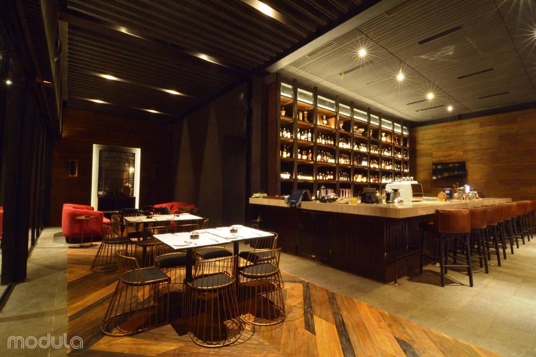 -: Bar & Klub  oleh MODULA, Modern