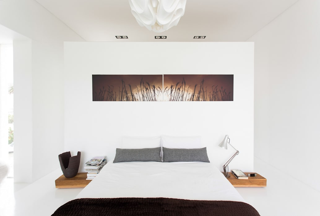 NEW HOUSE GARDENS, CAPE TOWN:  Bedroom by Grobler Architects