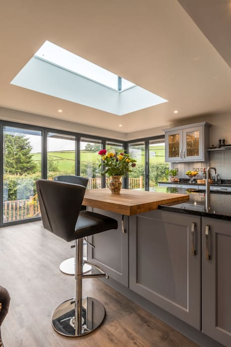 Breakfast bar with a view:  Kitchen by John Gauld Photography
