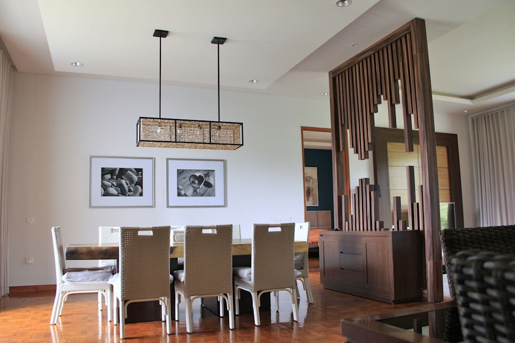 Contemporary partition : Dining room oleh Kottagaris interior design consultant,