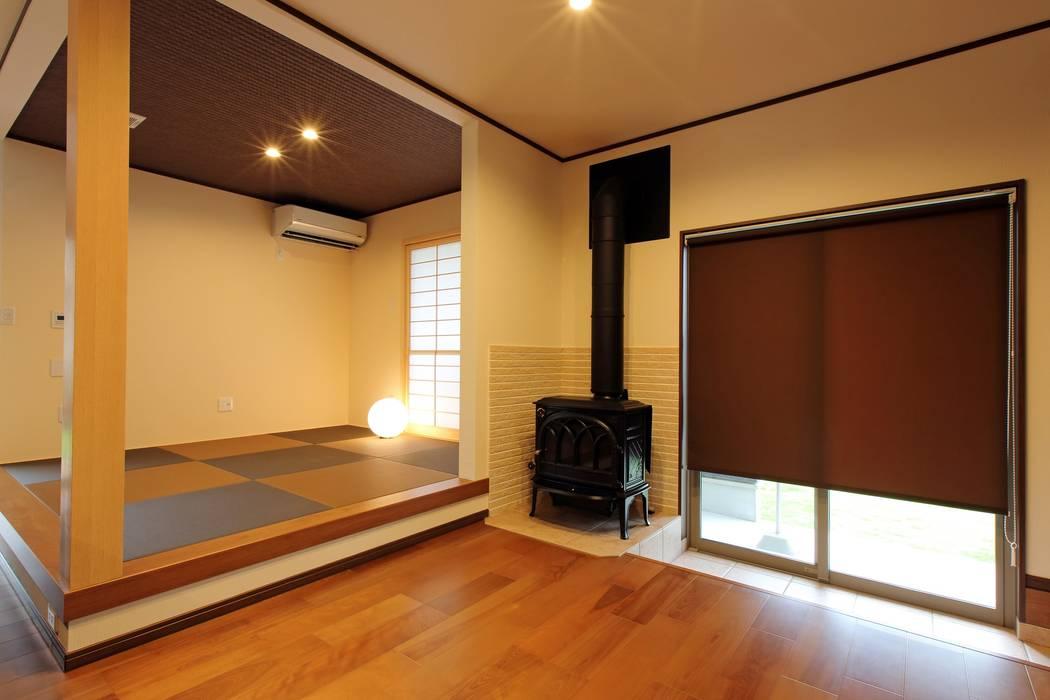 LDK 薪ストーブ: やまぐち建築設計室が手掛けたサンルームです。