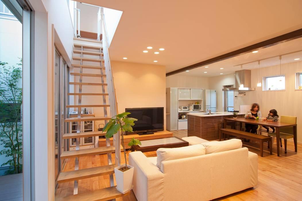 LDK: やまぐち建築設計室が手掛けたリビングです。,モダン 木 木目調