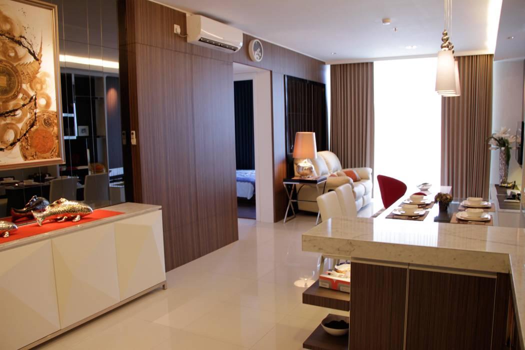 Entrance to living area Ruang Keluarga Minimalis Oleh Kottagaris interior design consultant Minimalis