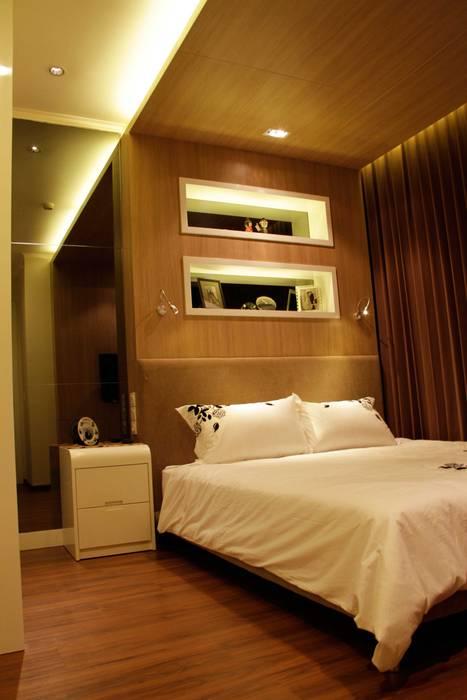 Master bedroom: Kamar Tidur oleh Kottagaris interior design consultant,