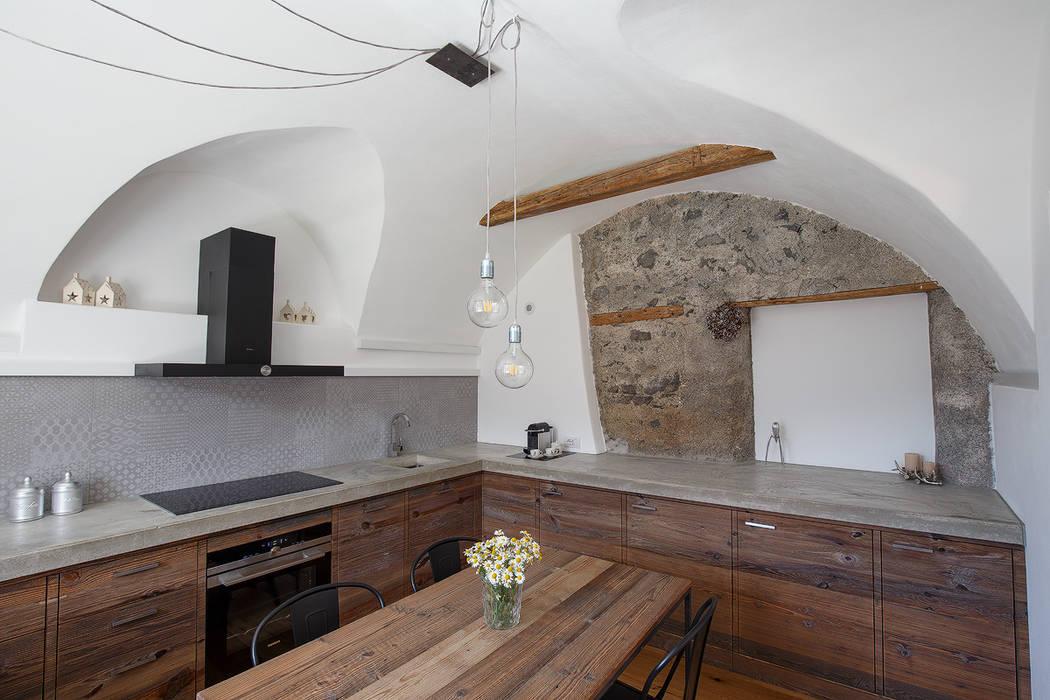 Vault House: Cucina in stile  di BEARprogetti - Architetto Enrico Bellotti,