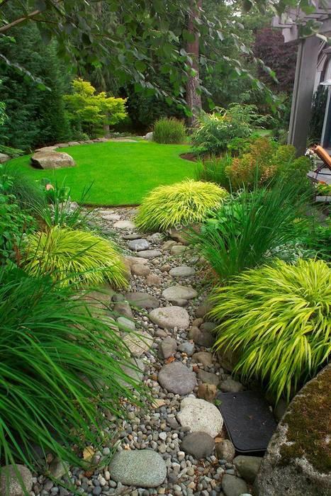 Informal garden paths: modern Garden by Town and Country Gardens