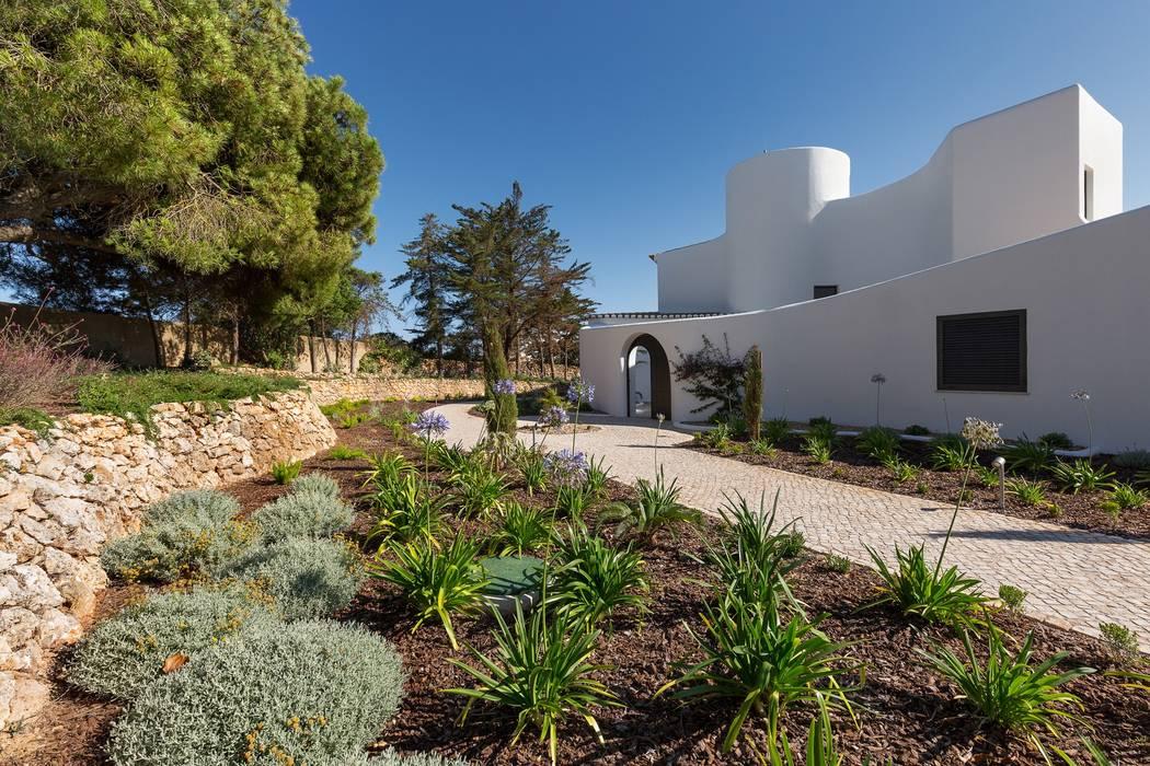Casa Capricórnio: Jardins  por Jardíssimo,Moderno