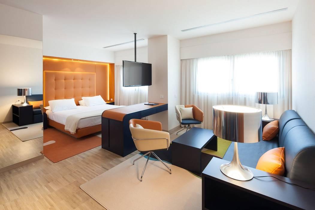 Suite di Albergo: Hotel in stile  di Arch&Craft architects