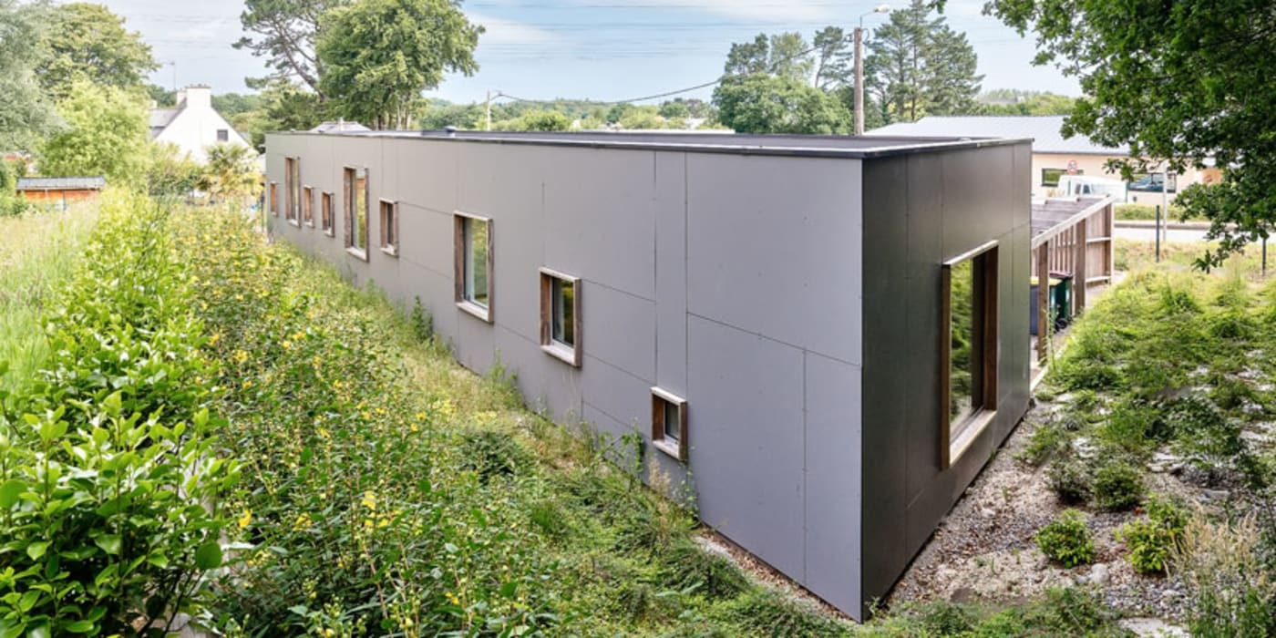 Construction d'un cabinet dentaire: Bureau de style  par Trace & Associes architecture