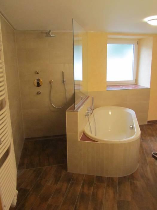 Begehbare dusche und badewanne in raummitte: badezimmer von andreas ...