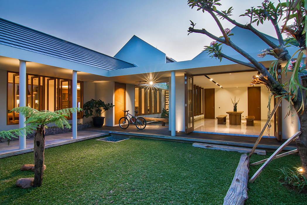prv a131: Teras oleh e.Re studio architects,