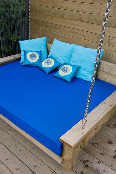 Garden Swing seat: modern Garden by Earth Designs