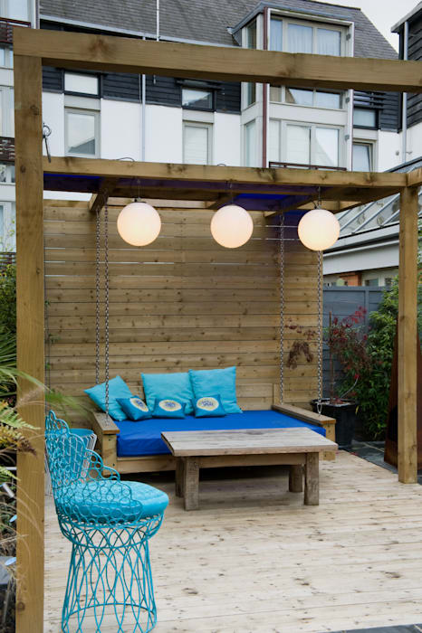 Swing seat: modern Garden by Earth Designs