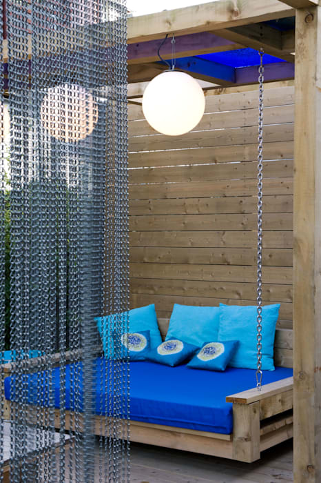Swing seat on chains:  Garden by Earth Designs