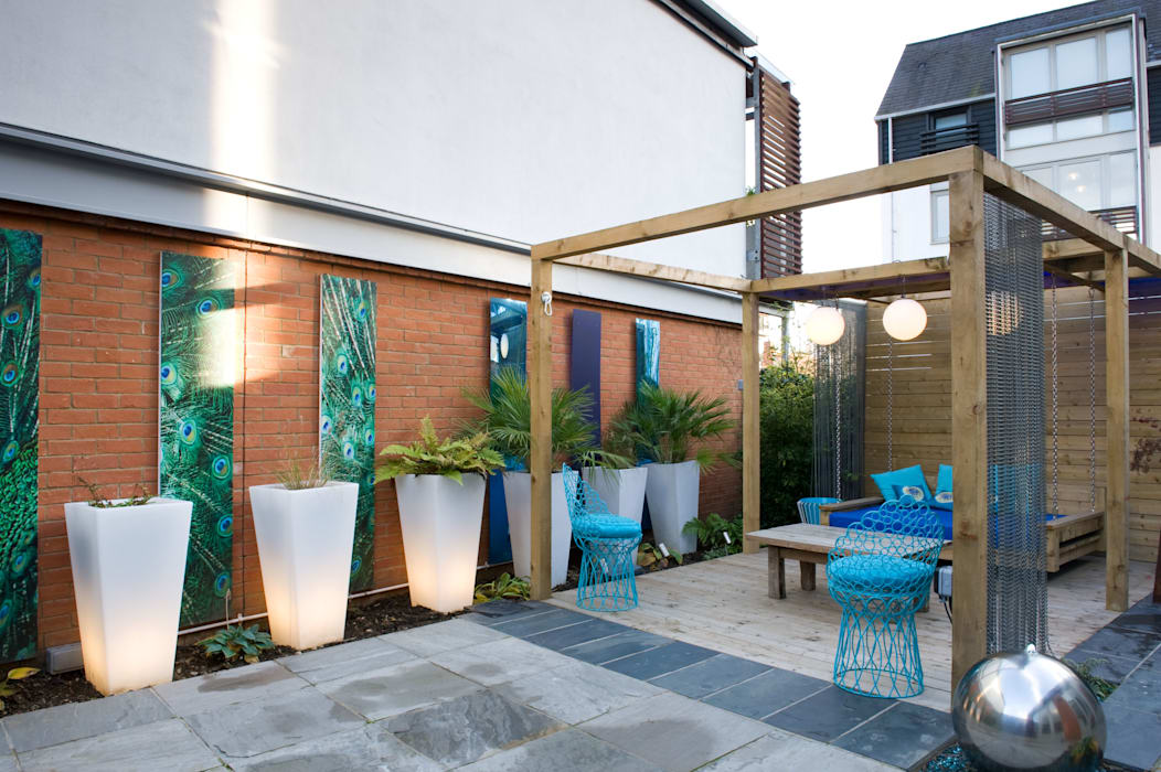 Modern Courtyard: modern Garden by Earth Designs