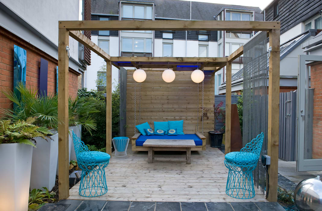 Pergola with swing seat: modern Garden by Earth Designs