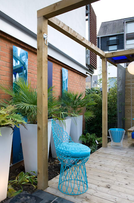 Outdoor Canvas and architectural planting:  Gym by Earth Designs