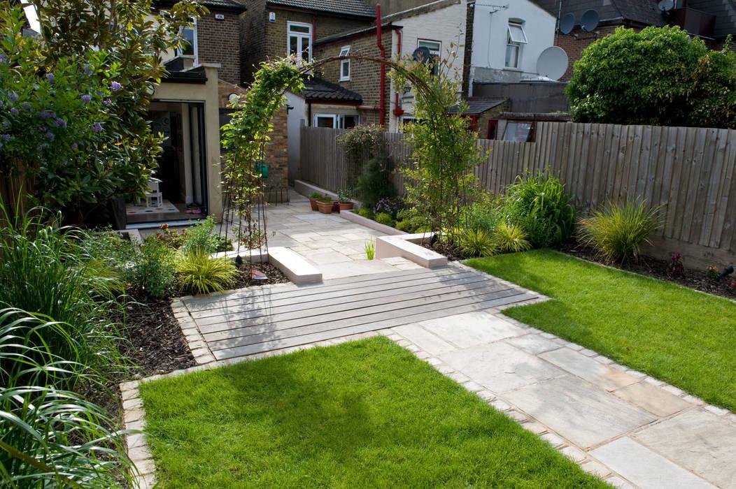 MOROCCAN GARDEN IN WALTHAMSTOW EAST LONDON:  Garden by Earth Designs
