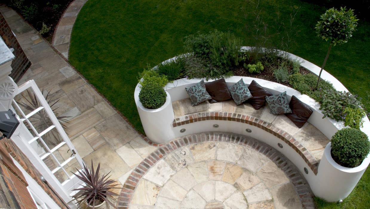 Raised Bed Jardines de estilo mediterráneo de Earth Designs Mediterráneo