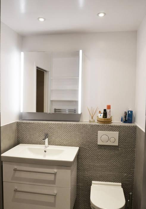 Meuble vasque + WC suspendus: Salle de bains de style  par A comme Archi
