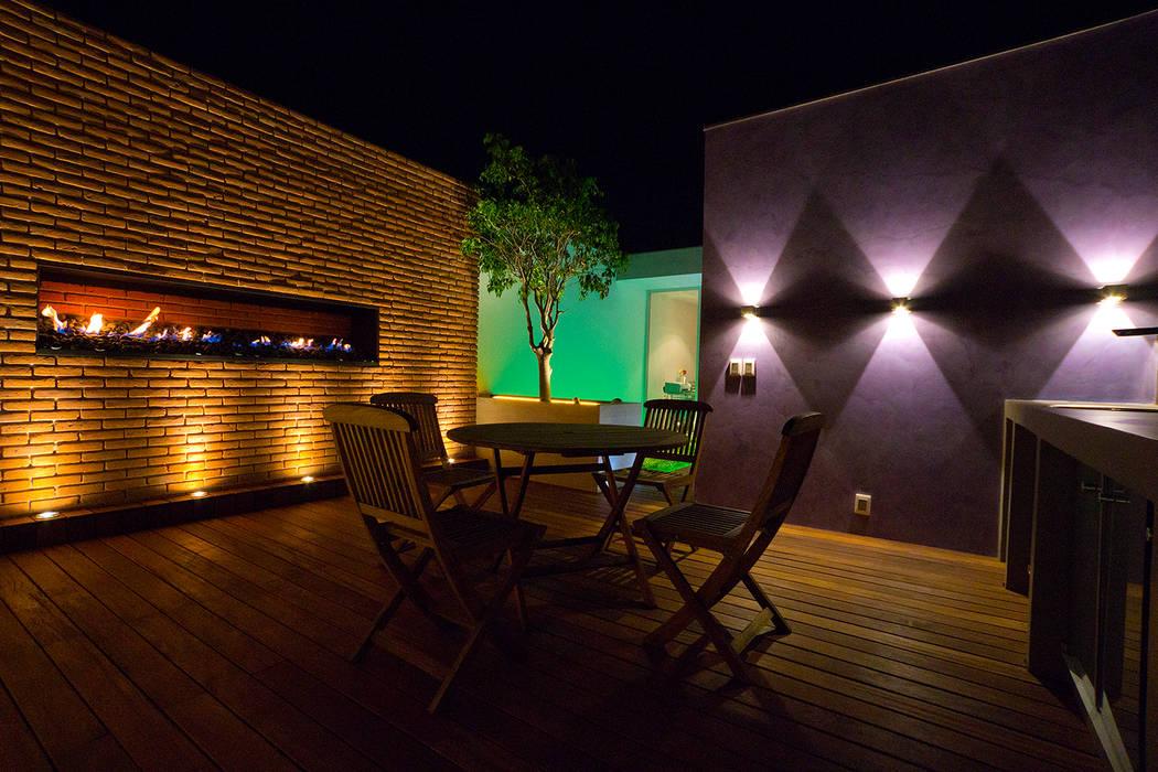 Balcones y terrazas de estilo moderno de STUDIO COCOONS Moderno