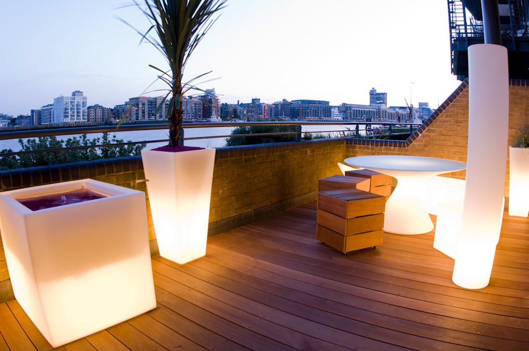 Illuminated planter and furniture:  Garden by Earth Designs