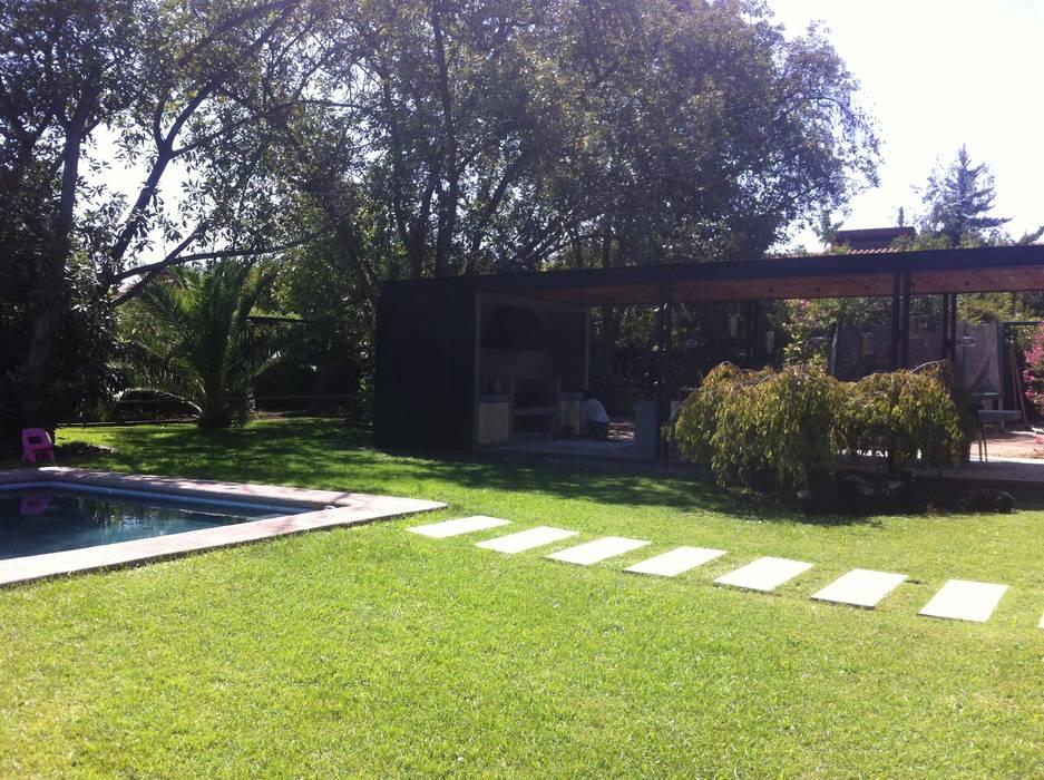 QUINCHO BUIN: Jardines de estilo  por [ER+] Arquitectura y Construcción, Minimalista
