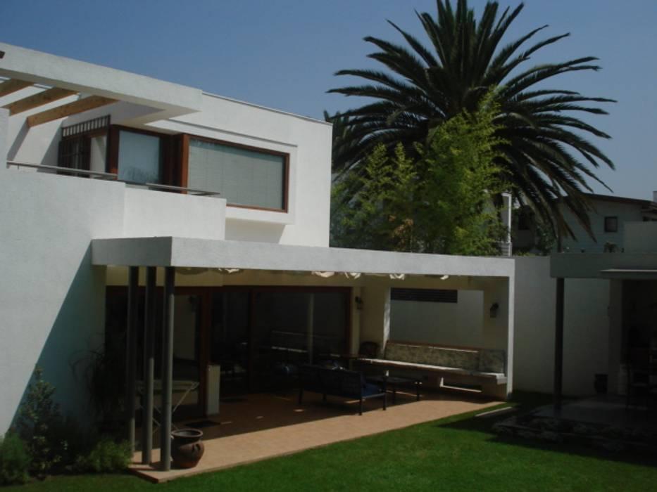 CASA GARRI [ER+] Arquitectura y Construcción Casas de estilo mediterráneo