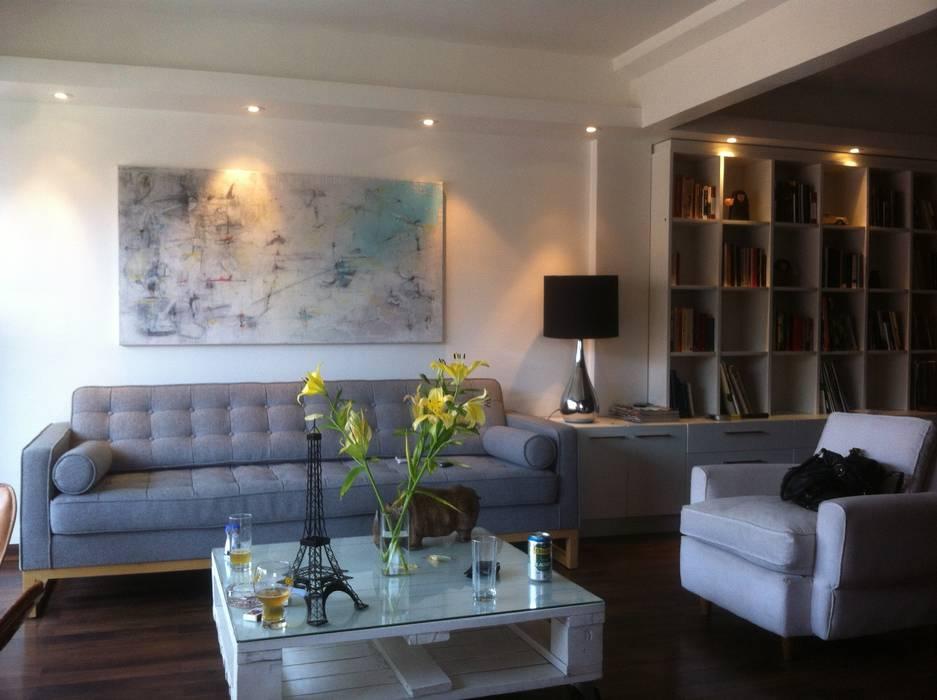 DEPTO LA REINA [ER+] Arquitectura y Construcción Livings de estilo minimalista
