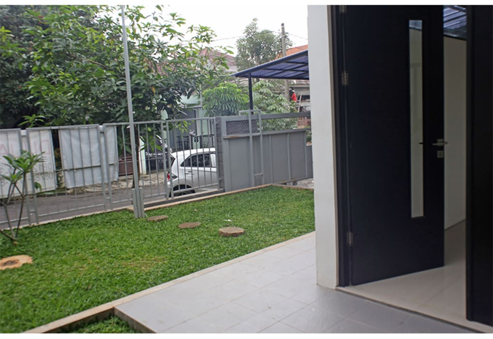 Alam V House Ashari Architect Balkon, Beranda & Teras Modern