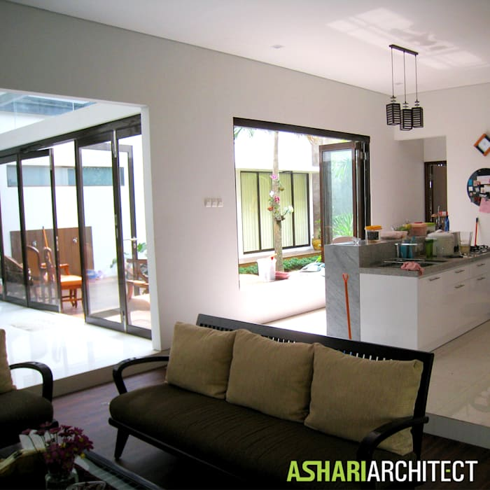 Kalibata House: Unit dapur oleh Ashari Architect, Modern