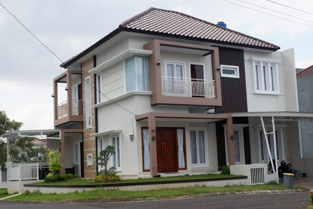 Fasad Rumah Minimalis Tropis:  oleh PT. Yukatania Mandiri,